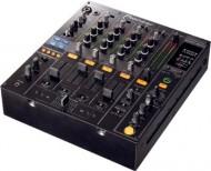 """Pioneer DJM 800"""