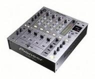 """Pioneer DJM 700"""